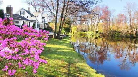 The updated 11-room Roslyn Harbor house on the