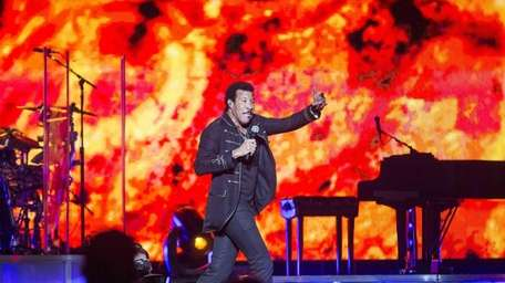 Lionel Richie takes the stage at the Nikon