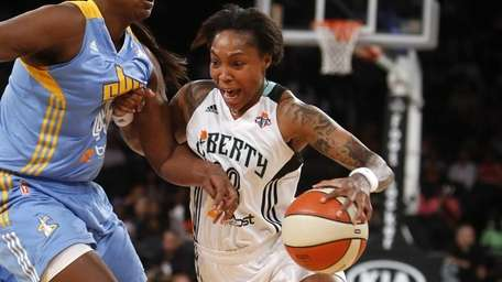 Liberty's Cappie Pondexter (23) drives against Chicago Sky's