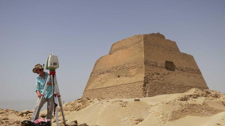 Caitlin Stevens sets up Leica C10 scanner at