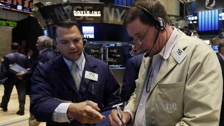 Traders Michael Zicchinolfi, left, and Jonathan Niles work