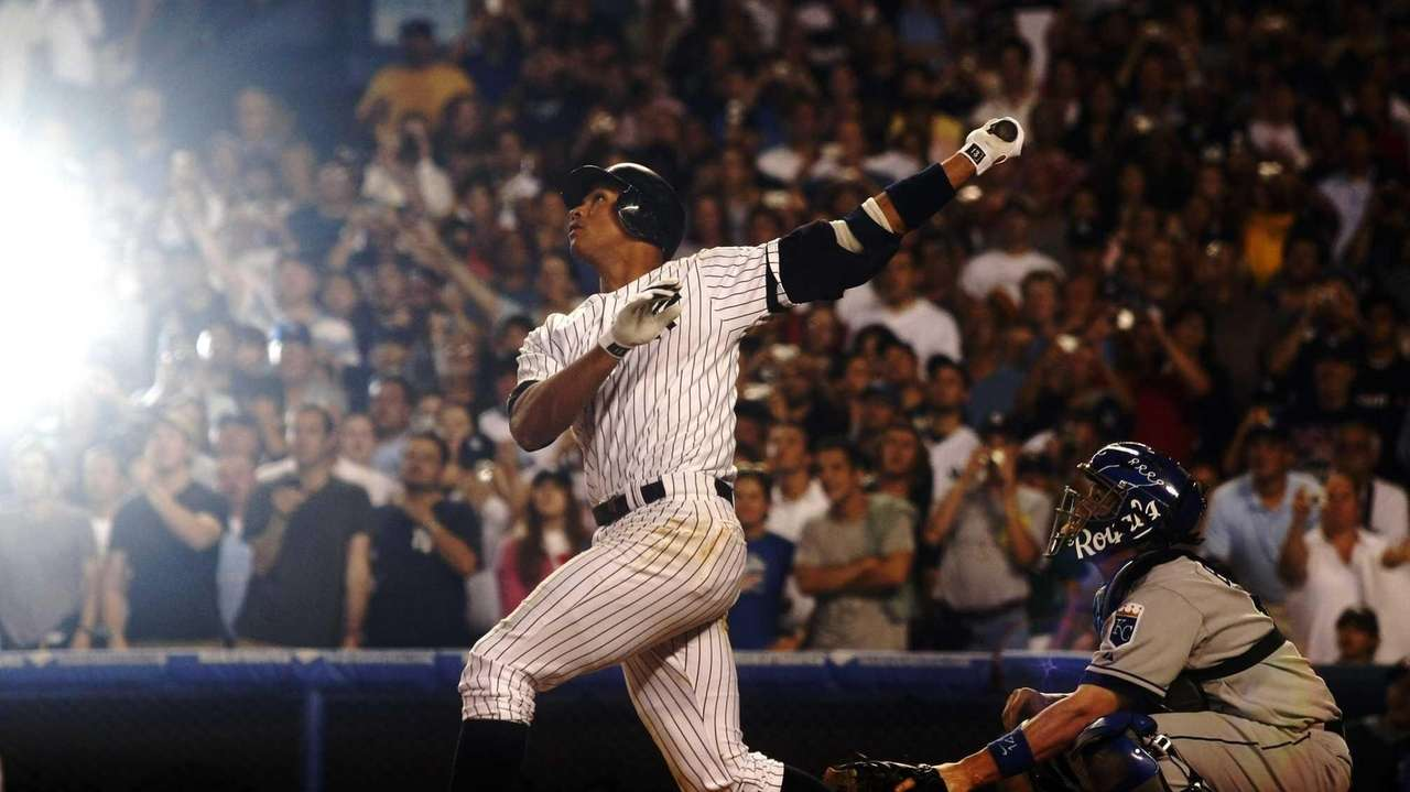 Alex Rodriguez flies out in the 8th inning