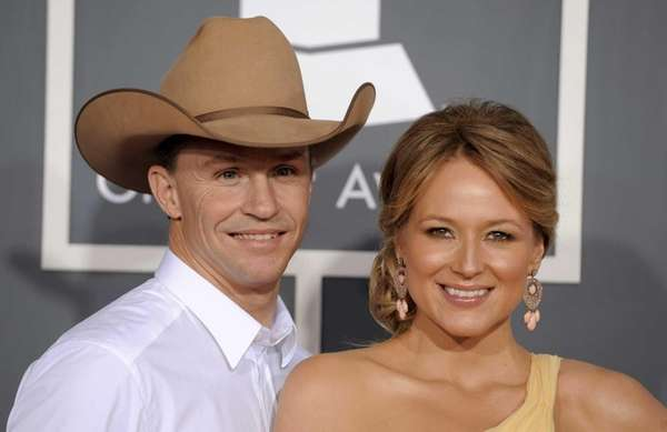 Jewel and her husband Ty Murray at the