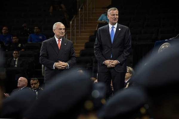 Mayor Bill De Blasio (R) and Police Commissioner