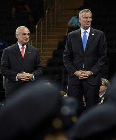 Mayor Bill De Blasio (R) and Police Commissioner