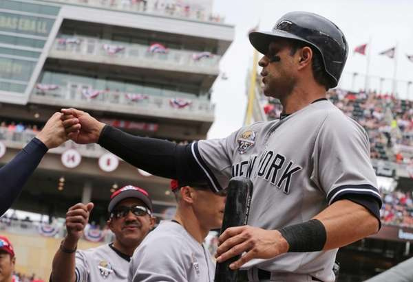 Yankees' Brian Roberts scores on a double by