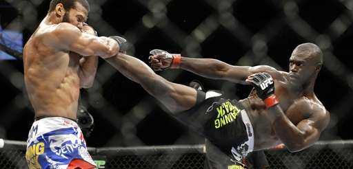 Uriah Hall kicks Thiago Santos during their middleweight