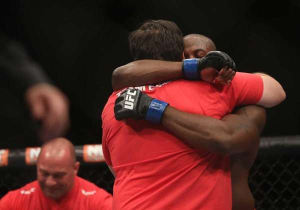 Eddie Gordon, from Freeport, knocked out Dhiego Lima