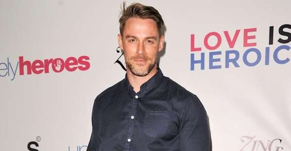 Jessie Pavelka arrives at the Unlikely Heroes Red