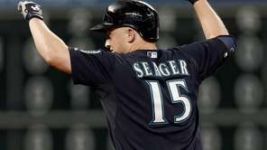 Kyle Seager of the Seattle Mariners doubles in