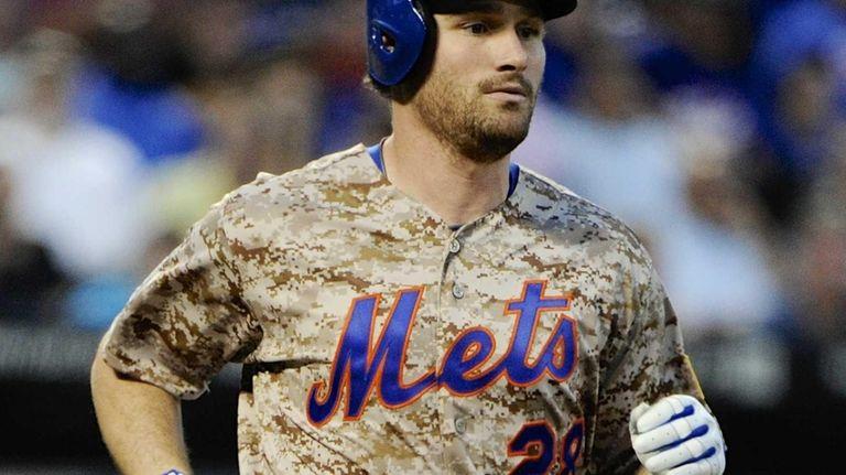 The Mets' Daniel Murphy runs to the dugout