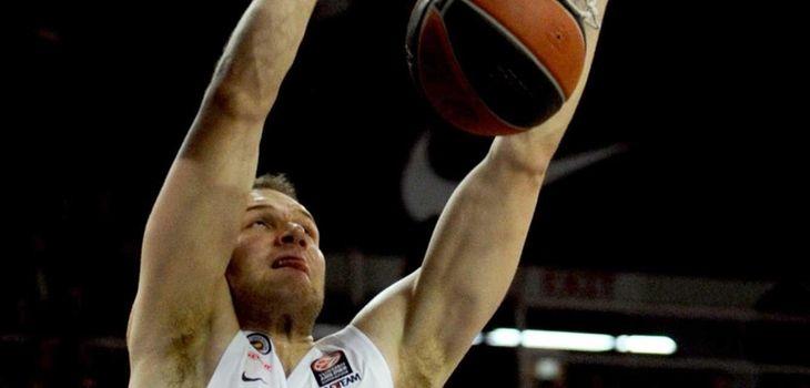 Anadolu Efes' Bojan Bogdanovic scores a basket during