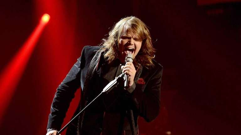 Caleb Johnson performs Adele's