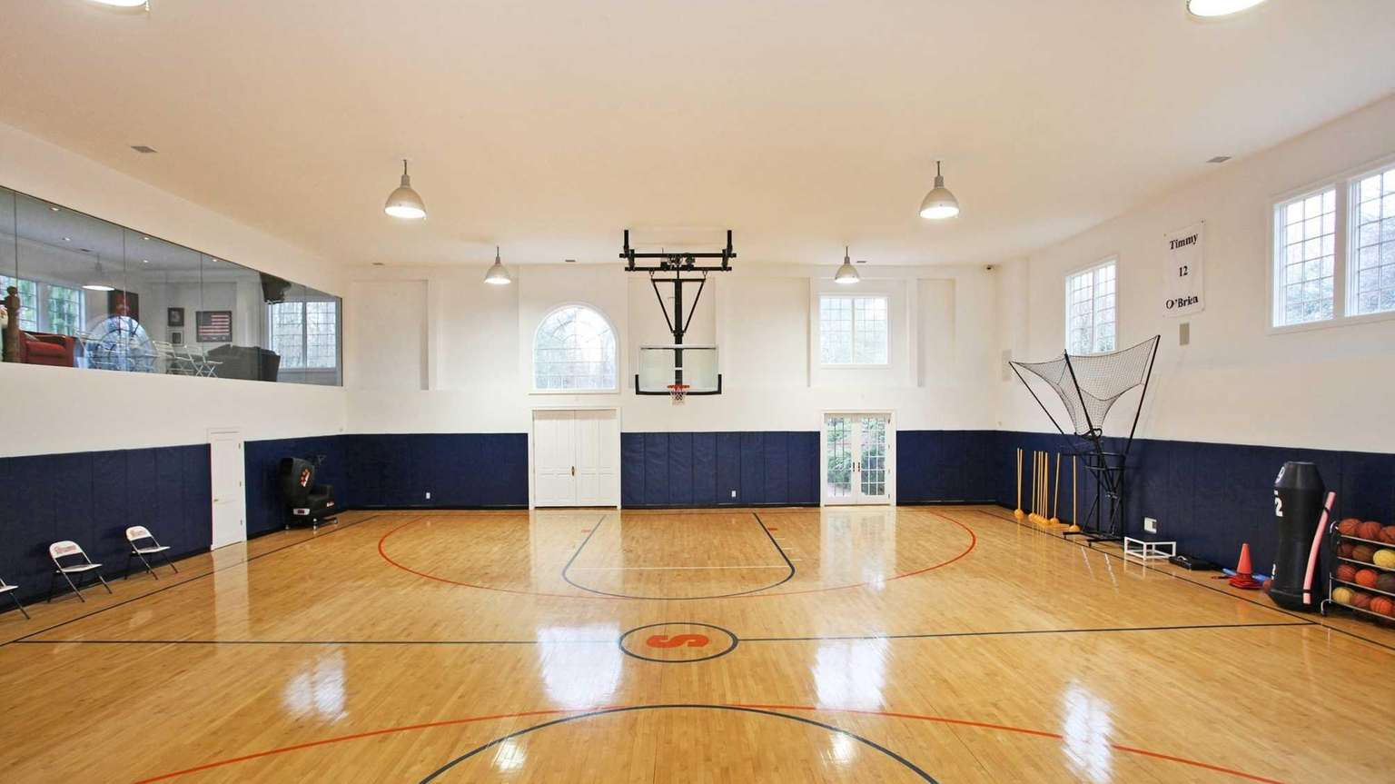For sports junkies, this Old Westbury estate brings