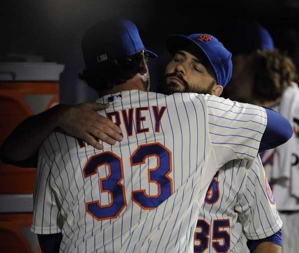 Mets pitcher Matt Harvey embraces starting pitcher Dillon