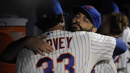 Mets pitcher Matt Harvey embraces starting pitcher Dillon