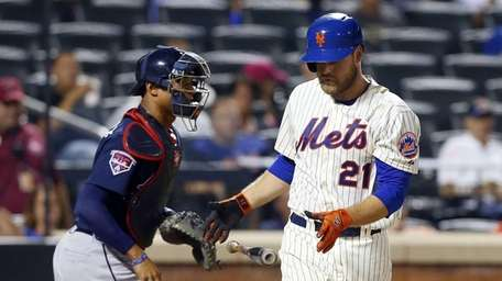 Lucas Duda of the Mets strikes out in