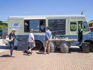 The Food Truck visits 8 Hands Farm in