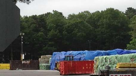 Progressive garbage facility in Holtsville, where garbage can