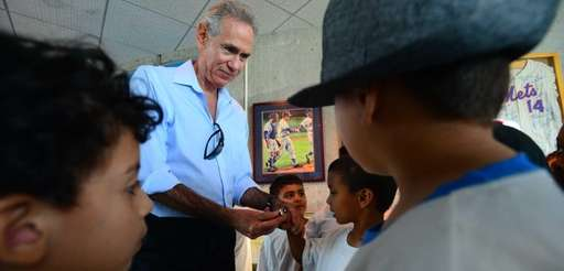 Former Mets player Art Shamsky lets museum visitors