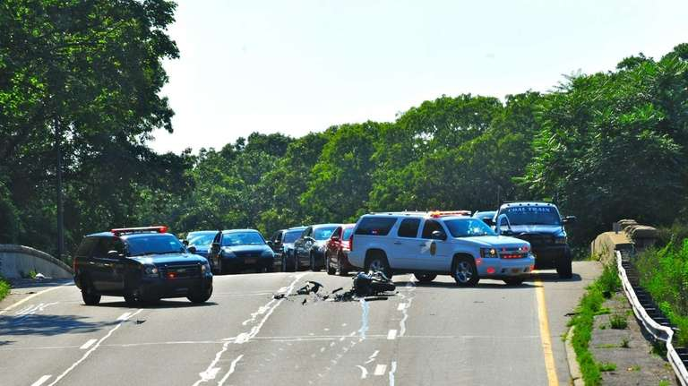 Motorcyclist killed in crash on Southern State Parkway at Exit 17 ...