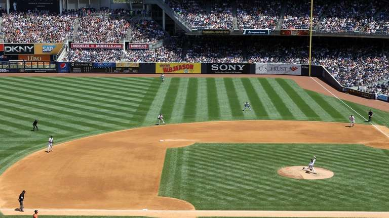 Yankees pitcher Vidal Nuno delivers a pitch as