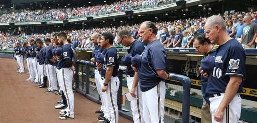 Milwaukee Brewers manager Ron Roenicke and his team