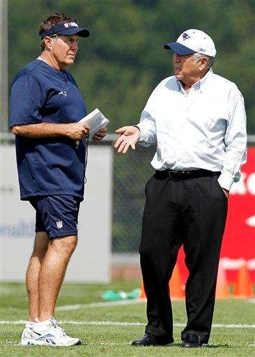 New England Patriots owner Robert Kraft, right, talks