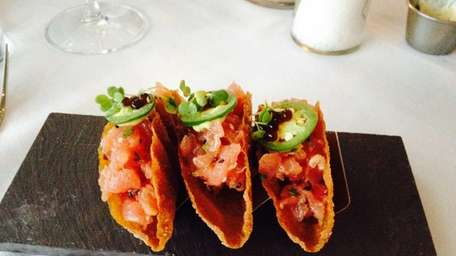 Tuna tartare tacos with soy-sauce