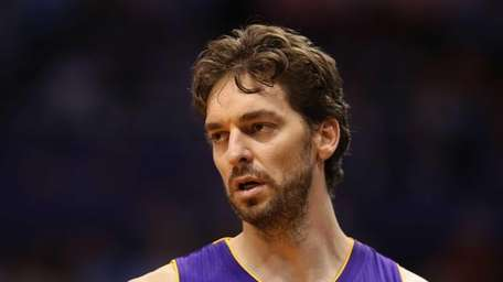 Pau Gasol #16 of the Los Angeles Lakers