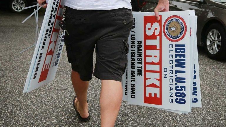 Strike captains met at IBEW Local 589 headquarters