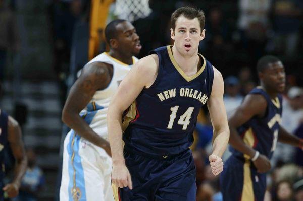 New Orleans Pelicans center Jason Smith runs court