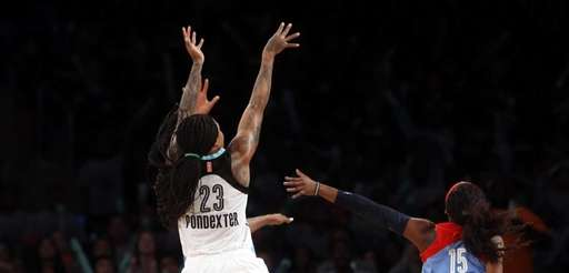 New York Liberty's Cappie Pondexter (23) hits the