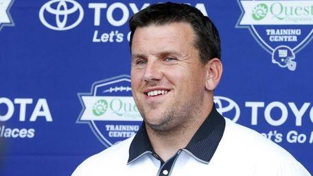 Chris Snee of the New York Giants announces