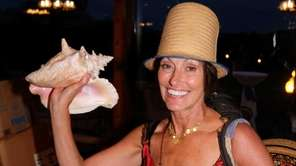 Tracey Gardell and a conch shell from 668