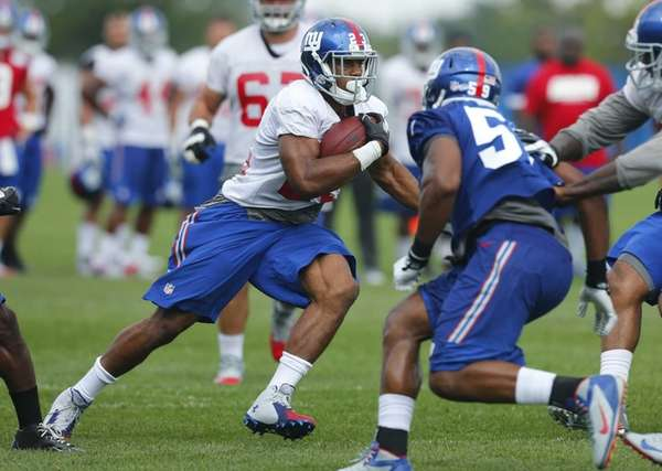 Rashad Jennings of the Giants runs drills during
