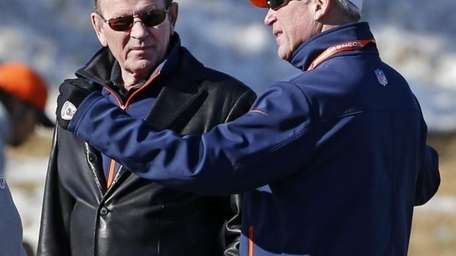 Denver Broncos coach John Fox, right, talks to