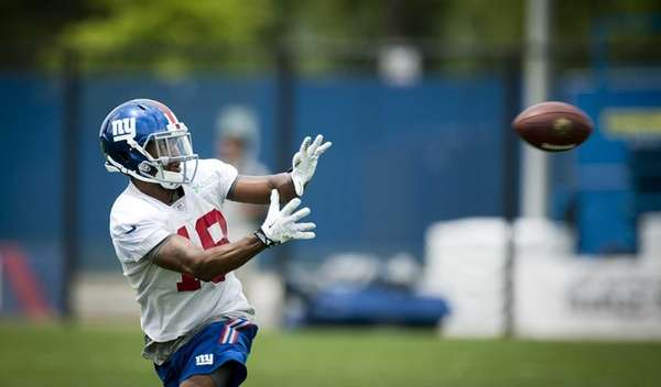 Giants wide receiver Marcus Harris makes a catch