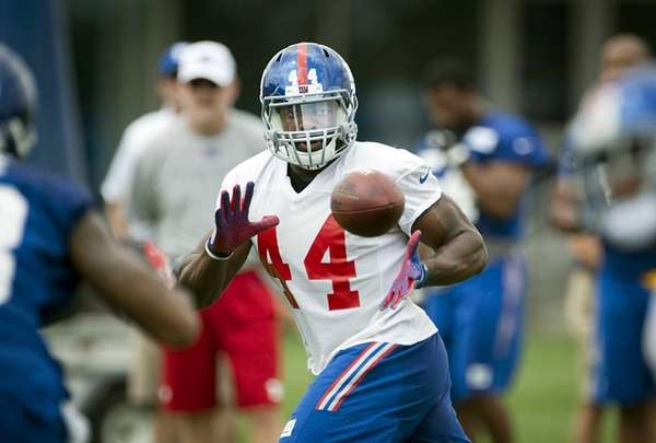 Giants RB Andre Williams catches a pass from