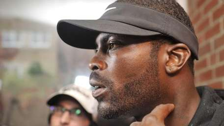 Jets quarterback Michael Vick talks with reporters as