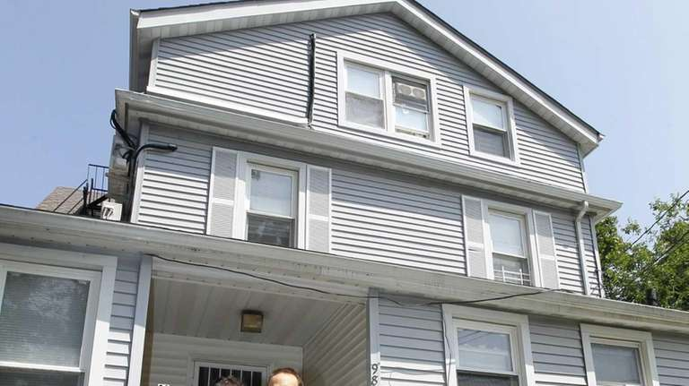Elyse Arkind and her hushand Marc, of Hicksville,