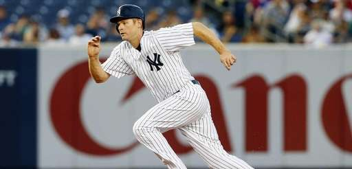 Chase Headley of the Yankees leads off second
