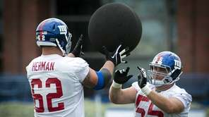 Giants guard Eric Herman and center J.D. Walton