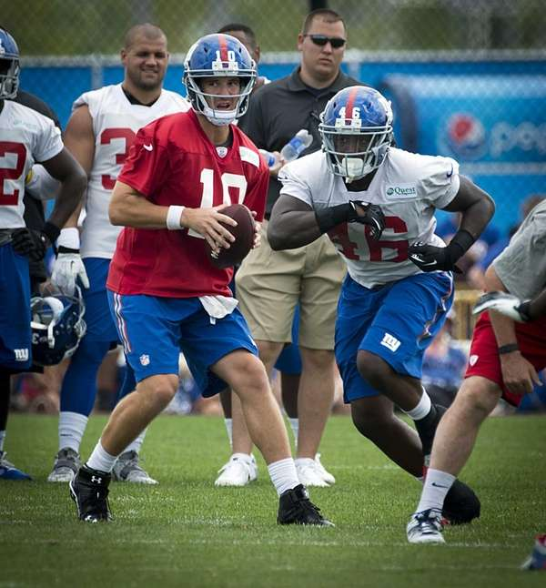 Giants QB Eli Manning goes through the motions