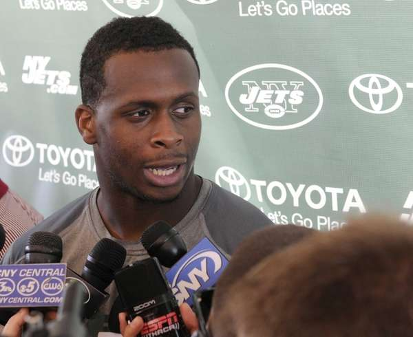 Jets quarterback Geno Smith talks with reporters on