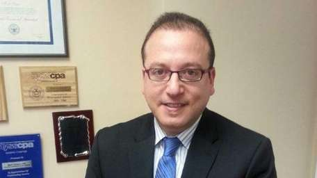 Shlomo Lupo, of Syosset, joins as manager of