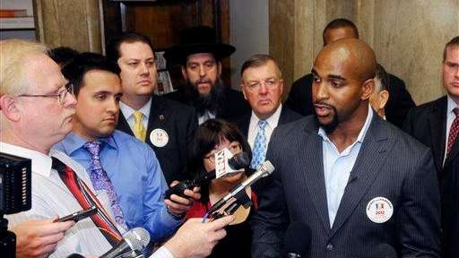 Former Giants football player David Tyree talks with