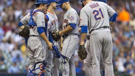 Mets pitcher Dillon Gee is talked to on