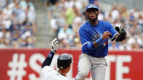 Jose Reyes of the Toronto Blue Jays attempts