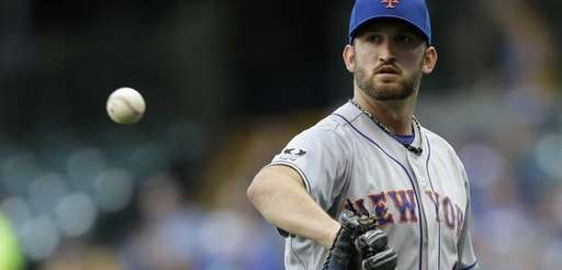 Jonathon Niese of the Mets pitches during the